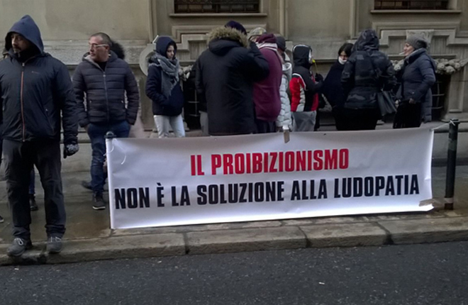 """Protesta de los operadores italianos contra la medida de menos de 500 metros entre un local de juego y centros """"sensibles"""""""