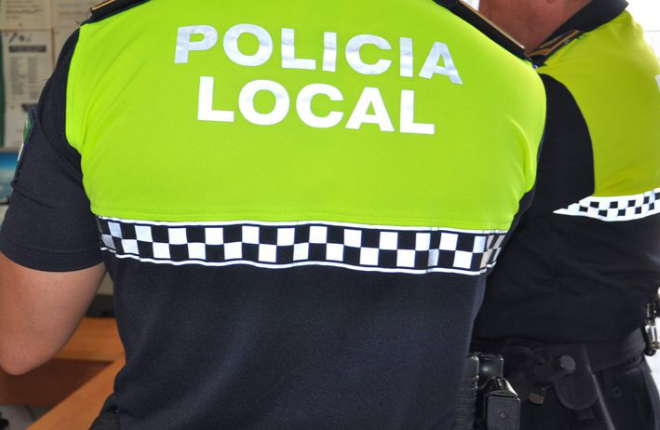 La Polía Local de Torrijos (Toledo) controla los bazares que venden alcohol y tabaco a los menores