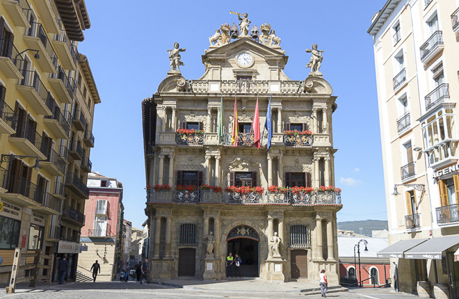 NAVARRA: El Ayuntamiento de Pamplona suspende durante 1 año la concesión de licencias de obra y apertura de locales de juego