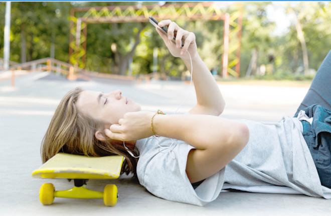 Los jóvenes de entre 15 y 29 años tienen claras sus preferencias de ocio: mucho antes chatear, ver series en streaming y hacer compras online que apostar por Internet o en el canal presencial