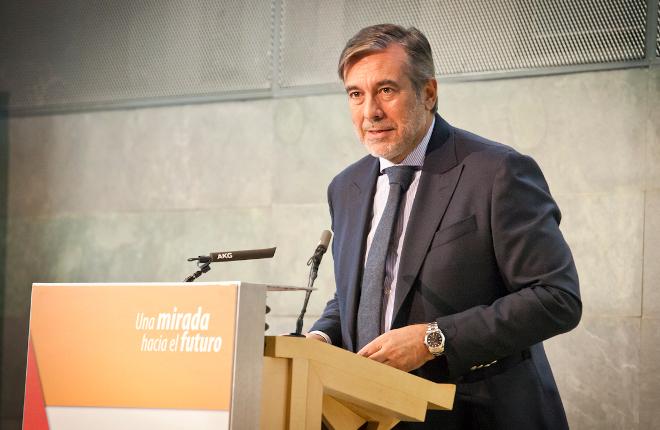 Enrique López reconoce el buen trabajo del sector pero su prioridad para regular son los menores y los grupos vulnerables