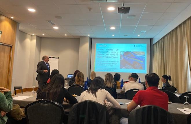 Jesús Fuentes (Buenos Principios) imparte formación al personal de salones del Grupo Unibox
