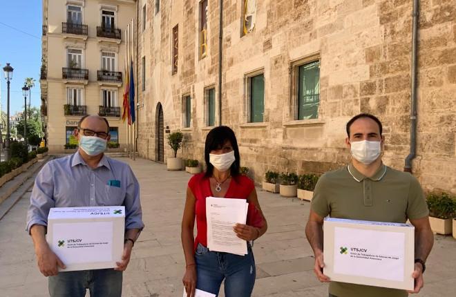 La Unión de Trabajadores de Salones de la Comunidad Valenciana entrega 1.630 firmas pidiendo que las restricciones de distancias previstas en la Ley no afecten a los locales que ya disponen de licencias