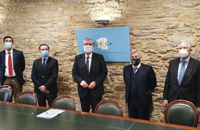 El sector del juego privado presencial de Galicia analiza su situación de incertidumbre con el presidente de la CEG