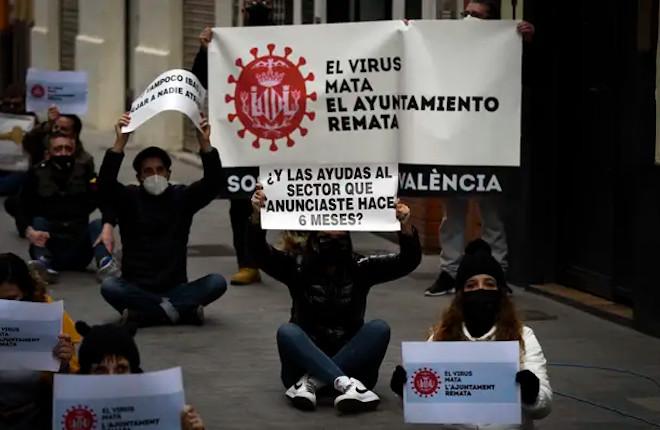 Los hosteleros valencianos rechazan que sólo permitan abrir a los locales que cuentan con terraza